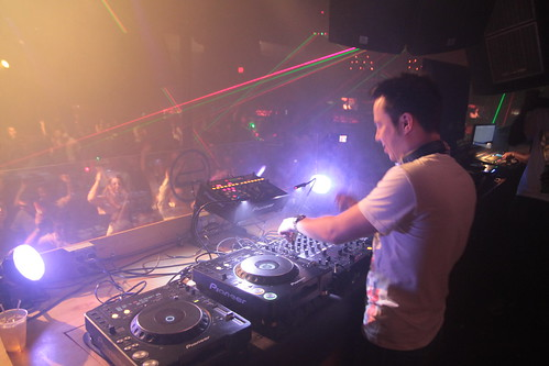 Sander van Doorn djing at club glow dc