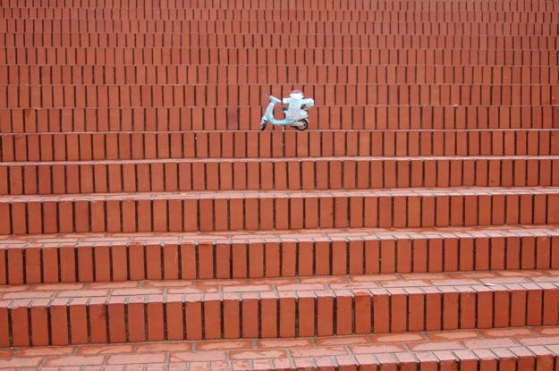 fc_steps_alone_wide_enhanced_horiz