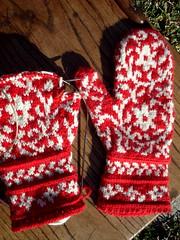 BIH mittens in progress