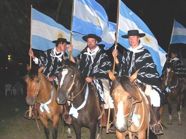 3 de los integrantes de la Escuadra Ecuestre Hernando en Catamarca