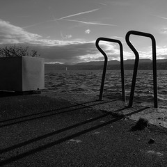 Bad Tiefenbrunnen (So gesehen.) Tags: winter shadow sky bw sun lake water clouds square schweiz switzerland see zurich bad cropped railing grdigital tiefenbrunnen superbmasterpiece