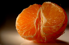Mandarine auf Porzellan (dirklie65) Tags: china orange tangerine fruit juicy nikon d70 frucht freshness porzellan obst frische fotolia superaplus aplusphoto dirklie65