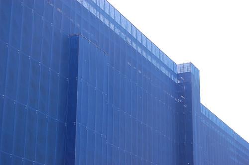 Bleu comme un bâtiment en construction