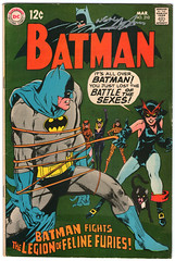 Batman 210 signed by Neal Adams (FranMoff) Tags: catwomen dc signature autograph batman comicbooks catwoman signed nealadams battleofthesexes felinefuries cb1601