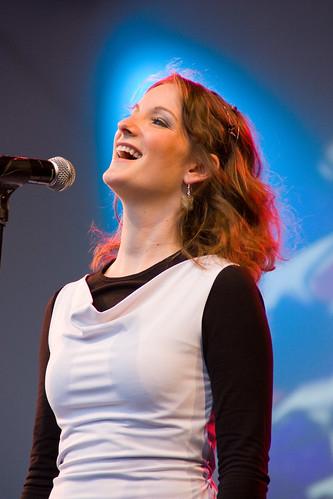 Una cantante durante un concierto