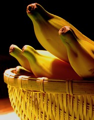 Bananas (Carlos Sottovia) Tags: shadow food color luz fruits yellow fruit composition interestingness banana amarelo bananas eat faves colori cor soe closer cesta composicin naturezamorta colorphotoaward meiaduzia colorcloser