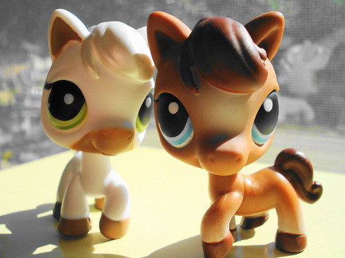 365 Toy Project - Day 3: Littlest Pet Shop Ponies by Sakuya Masaki.