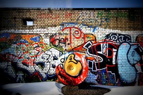 Graffiti and strange circular thing
