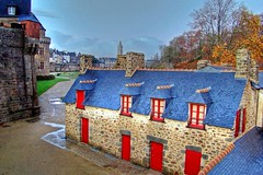 House With Red Doors, Vannes (Ayush Bhandari) Tags: travel autumn trees roof red house france wow french evening amazing europe european dynamic cit  bretagne super des romantic whoa 2008 morbihan hdr vannes laundrettes ayush bhandari top20travel francelandscapes vieuxlavoirs dpartementcommune vannesgwenedla vntesold