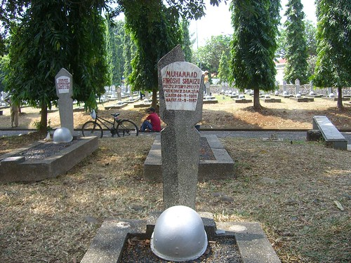 ムハンマド・ヒロシ・シミズ氏の墓。上部が破損している