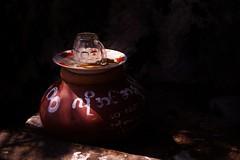 Kyauktalon Taung -  pot d'eau (luco*) Tags: myanmar birmanie burma kyauktalon taung rocher rock