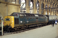 55008 Kings Cross 26.5.80 1E10 (Paul Bettany) Tags: kingscross napier deltic englishelectric class55 55008 type5