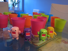 Domos Vs Beer Pong (tofu_catgirl) Tags: pink green yellow toy purple cups domo colourful domokun beerpong qee drinkinggames darkhorse toy2r blindbox pingpongs