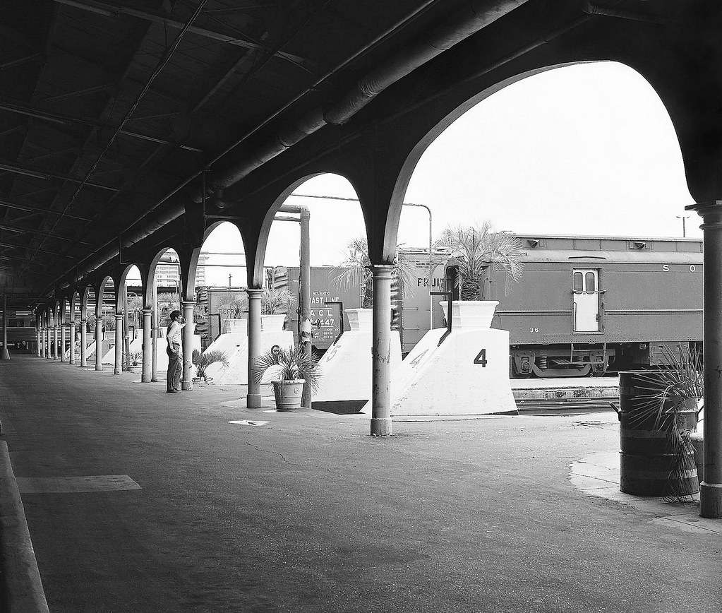 Jacksonville Union Terminal canopy shed area with arched entrances that lead to the stub-end platform tracks, 1973