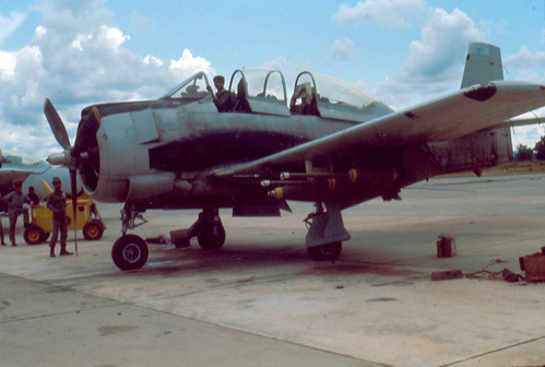 Warbird picture - t-28, mk-82, 220 lb frag extenders