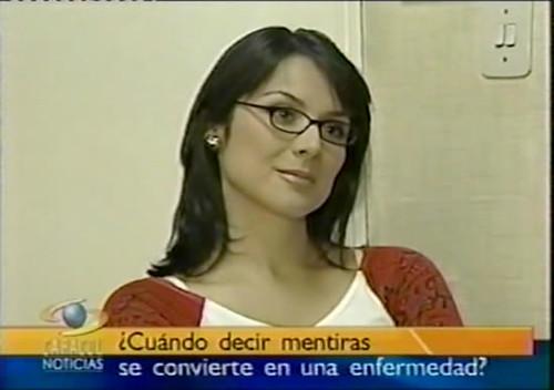 Silvia Corzo - Caracol Noticias gafas-09