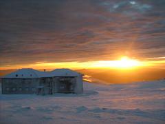 casa-abrigo // shelter (lobotomyzed) Tags: snow portugal estrela da neve serra