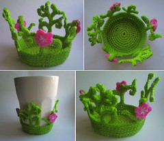 Vrligt underlgg! (TM - the crocheteer!) Tags: pink white flower green botanical spring crochet rosa tm botany coaster vr freeform flowery grn vit hkeln virka virkkaus virkat designbyme hekling towemy uncinetto virkad underlgg crochetnature tmcrocheteer