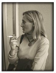 Fumando espero (Ente inexistente) Tags: portrait macro sepia portraits retrato retratos fumar humo tobacco espera tabaco pitillo cigarrillo virado fumando esperar