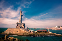 Thiruvalluvar Statue at Kanyakumari (KV Gopalakrishnan) Tags: statue stonestatue thiruvalluvar skyweather seashore memorial landmark tourism india water sea architecture sightseeing