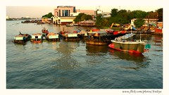 Unloaded (Araleya) Tags: life upload river thailand boats fz20 evening twilight sand asia southeastasia ship bangkok restful documentary peaceful panasonic download riverbank trade commerical socialdocumentary chaophrayariver beautifullife artoflife araleya aritistic riversand