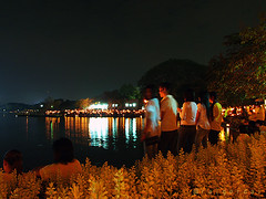 singing the king's song (AraiGodai) Tags: night thailand candle singing bangkok celebration december5 suanluangrama9 9 kingofthailand80thbirthday