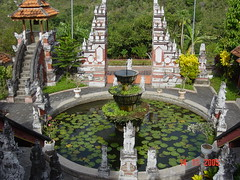 Brahma Vihara-Arama - Banjar - Bali - Indonesia (Leo Roubos) Tags: trees bali white tree green water fountain stone indonesia temple stones vegetation brahma vihara brahmaviharaarama arama buleleng