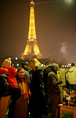 Rveillon (ClydeHouse) Tags: paris crowd eiffeltower newyear toureiffel newyearseve foule rveillon jourdelan byandrew saintsylvestre avenuedenewyork