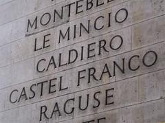 Say my name (Elisabeth de Ru) Tags: paris france geotagged europa europe frana frankrijk francia parijs paris17e parys  parisi   pariz  sonyalpha viewonblack sonydslra100 paris8e paris16e findthisphotoonthemap kijkopdekaart elisabeth85flickr arcdelatriomphe  copyrightejk celisabeth ejk elisabethderu elisabethderu