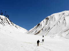 Trekkerz on the way to Saif-ul-maluk (Tanwir Jogi) Tags: pakistan snow trek way kaghan naran saifulmaluk trekkerz