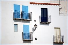 VENTANAS Y BALCONES (ABUELA PINOCHO ) Tags: espaa eye blanco ventanas fachada castellon balcones peiscola blueribbonwinner outstandingshot creativephotographers a3b photosexplore ventanaspuertas