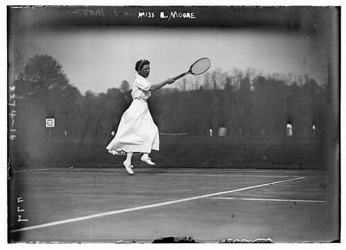 Woman tennis player photo