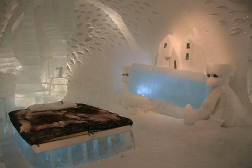 Комната в ледяном отеле в Швеции