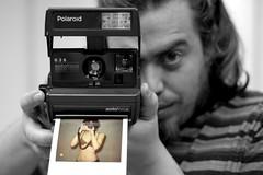 ... (la.churri) Tags: d50 polaroid nikon bn 2008 nikkor50mm elselenita lachurri