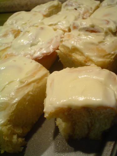 Roles glaseados con queso crema