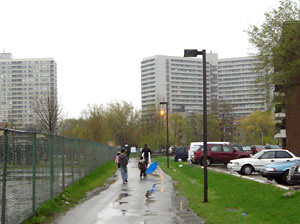 Pathway through the centre of Thorncliffe Park