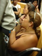 148 Mujer maquillndose en el metro (Xos Castro) Tags: latinamerica venezuela caracas sudamrica latinoamrica