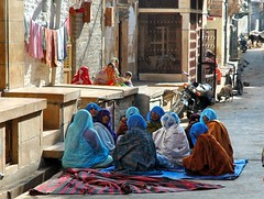 Women of Rajastan (Tati@) Tags: travel people women gente culture tradition viaggio costumi vitaquotidiana golddragon abigfave usanze platinumphoto theunforgettablepictures bestflickrphotography oltusfotos