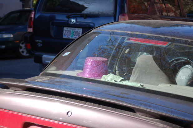glitter_hat_car_window