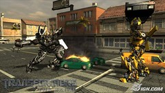 Transformers the Game - Bumblebee kicks robot ass