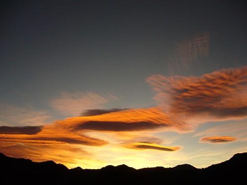 日出前的彩霞
