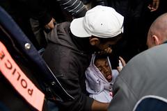 paris word pepper pain victim gaz police spray gas demonstration help cop cry pupil manifestation bac aide teargas poivre douleur victime pleurs civile soins lycéen lacrymo