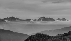 In the mountains (Hans van Reenen) Tags: bw italy mountains landscape italia fav50 paisaje fav20 fav30 mountan fav10 fav40 fav60 trentinoaltoadige fav70 aplusphoto 20080918 timmelsjochstrasse