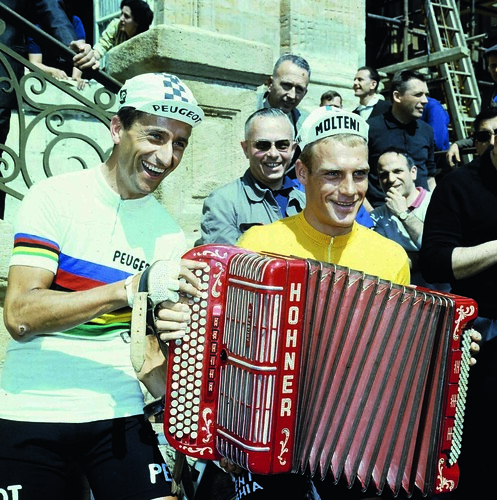 Tom Simpson in the world champion's rainbow jersey and German Rudi Altig entertain the crowd at the Charleville to Tournai stage start in 1966. Photo: Offside / L'Equipe.