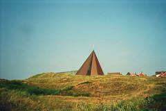 18 - Die katholische Kirche auf Spiekeroog (Kirayuzu) Tags: kirche himmel insel ostfriesland blau pyramide katholisch niedersachsen spiekeroog nordseeinsel ostfriesischeinsel