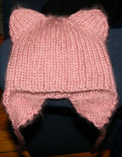 Вязаные женские шапки крючком и спицами для начинающих вязальщиц (фото и видео) .