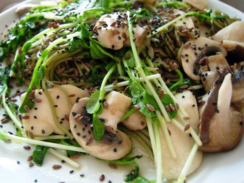 japanese chasoba with mushrooms