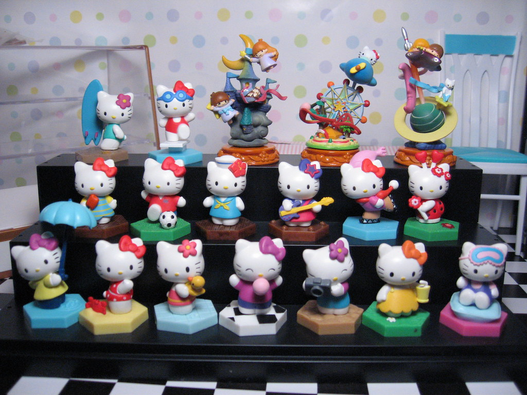 Hello Kitty capsule toys ... plus some