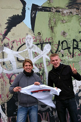 Two Danish guys... (AFIK  BERLIN) Tags: berlin friedrichshain eastsidegallery breschnew breshnev honecker todeskuss kissofdeath studenterkursusaalborg danskegutter guys victory