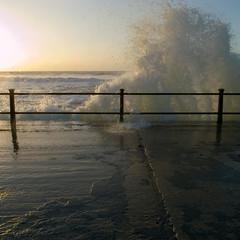 Freshwater Bay (Christopher_Hawkins) Tags: square wave isleofwight freshwaterbay crashingwave ricohgrdigital2